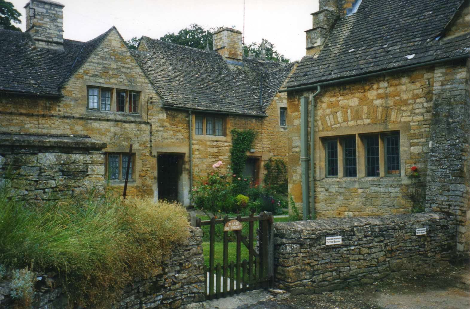 old villages in england - Mobile wallpapers Quaint English Cottages