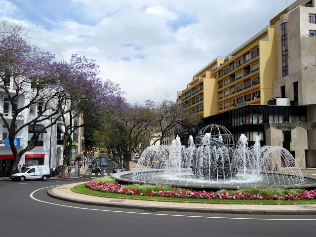 Rotunda do Infante and Avenida Arriaga