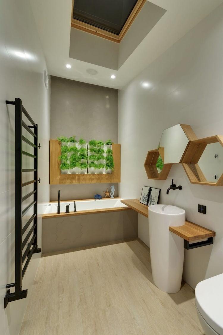baño con jardín vertical