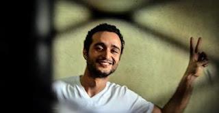 قادت زوجة الناشط أحمد دومة تقود عشرات النشطاء في تظاهرة أمام قصر الاتحادية