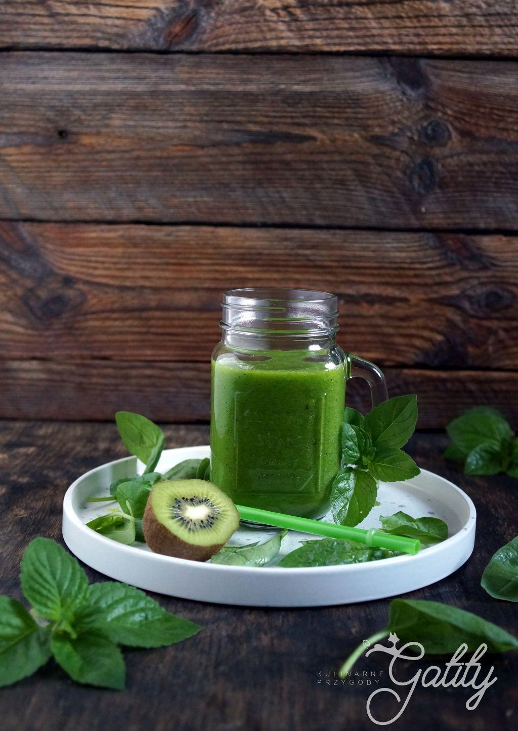 zielony-koktajl-w-sloiku