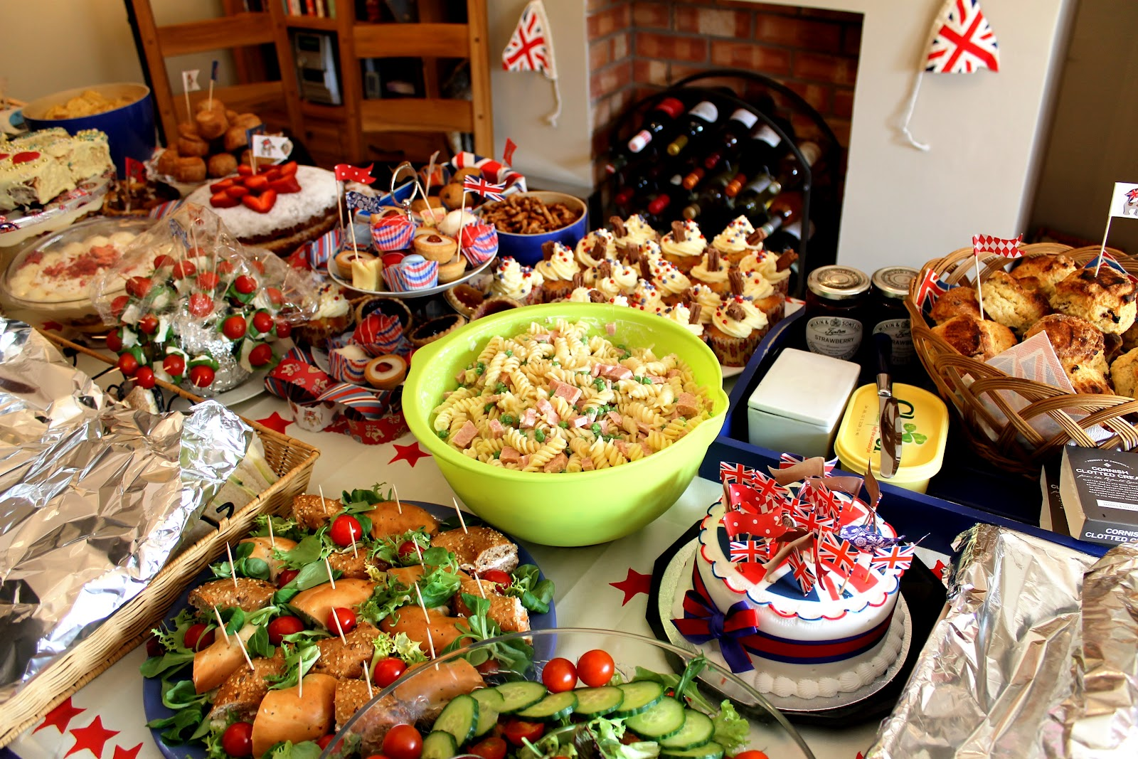 Retro+party+food+Jubilee+spam+salad