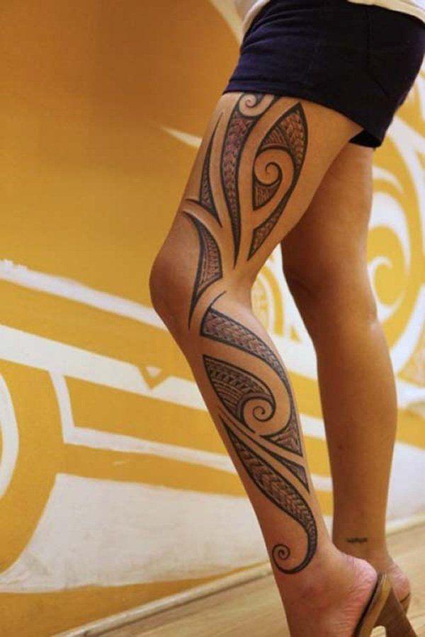 tatuaje en la pierna de un tribal polinesio