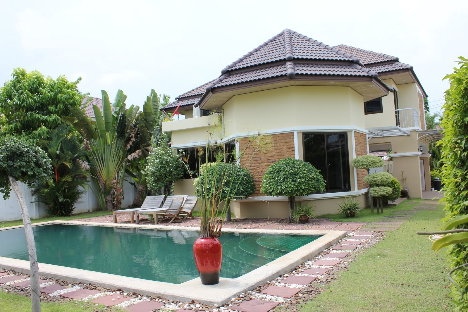 Nice house between rayong and map ta phut for sale or rent - Houses with swimming pools to rent ...