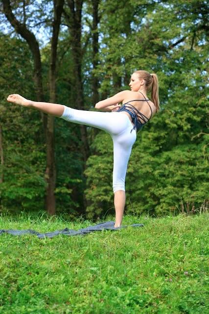 Photofunmasti Jordan Carver Hot Wallpapers In Yoga