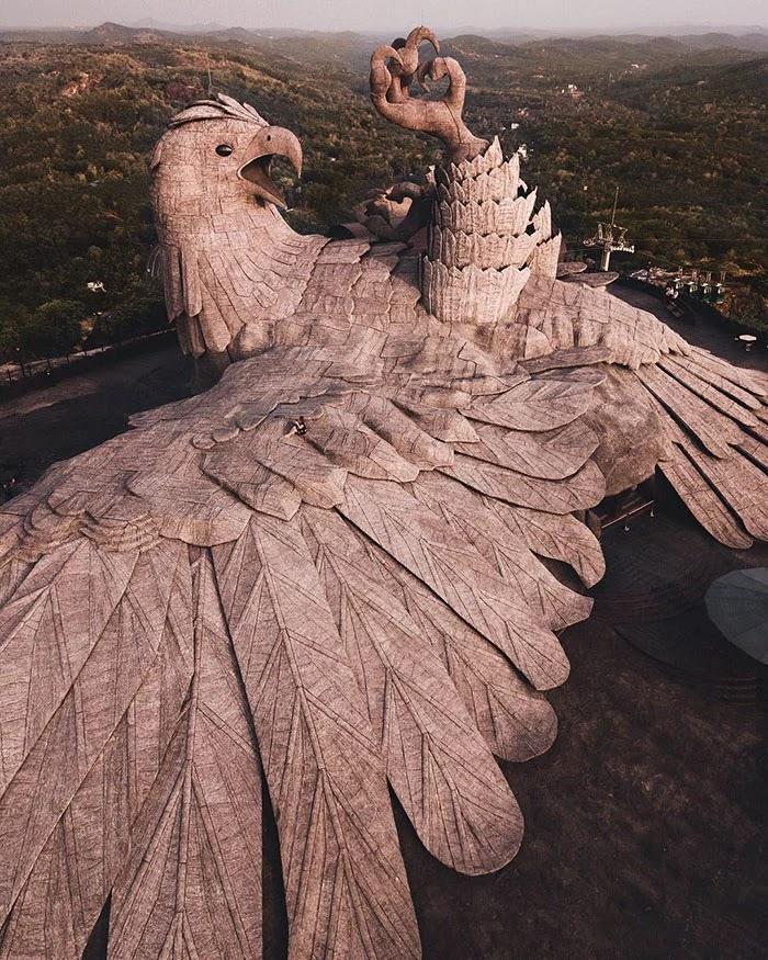 اطول تمثال لطائر في العالم ، اكبر تمثال في الهند،