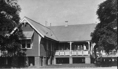 On the verandah of the Diamantina Hospital, Brisbane, 1925. (JOL)
