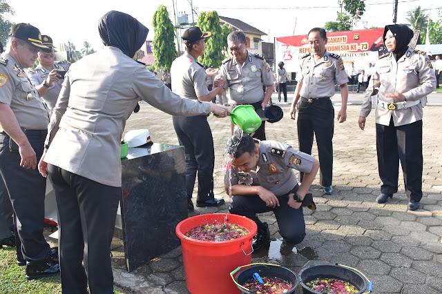 Kapolres Muba Siram Air Kembang Terhadap 68 Anggota Polri