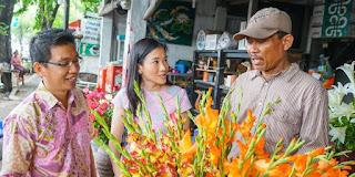 Karena Isterinya, Ibu Mariani, 35, awalnya tidak memiliki kemampuan merangkai bunga. Akhirnya timbul ide untuk berjualan bunga, tapi TANPA TOKO. Aneh ya? Meski demikian, Pak Hero, 34, tidak pernah menyerah dalam mewujudkan potensi besar dari perencanaannya. Terbukti saat ini, Meme Florist memiliki total konsumen di 30 Kota. Perihal aktivitas penjualan dikerjakan oleh 60 mitra yang tersebar di Bandung, Semarang, Yogyakarta, Solo, Surabaya, Bali, Sumatera, Kalimanta, dan Sulawesi.