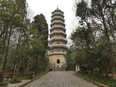 เจดีย์หลิงกู่ในวัดหลิงกู่ (Linggu Temple: 灵谷寺) @ www.travelplugged.com
