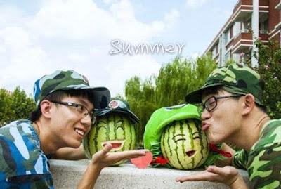 Soldaten im Sommer - lustige Spaßbilder Melone mit Gesicht - Jungs ohne Freundin witzig