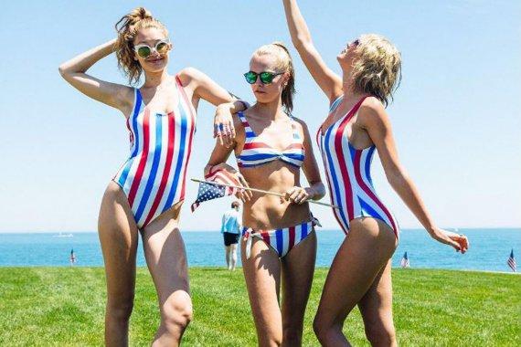 Звабливі американки позували напівоголеними в День незалежності