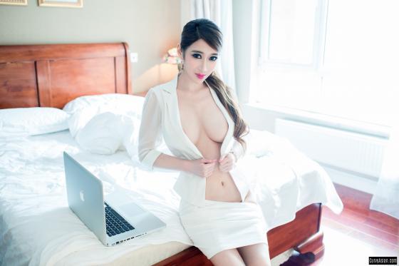 Mẫu nữ Hồng Kông Nude với chuối gây sốt cộng đồng mạng