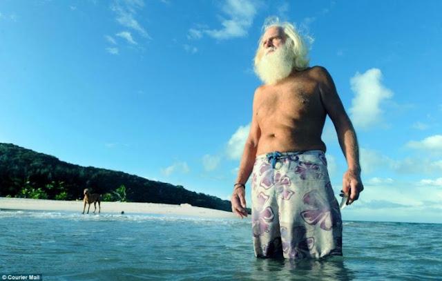 Hombre vive en una isla desierta por 20 años y es increíble
