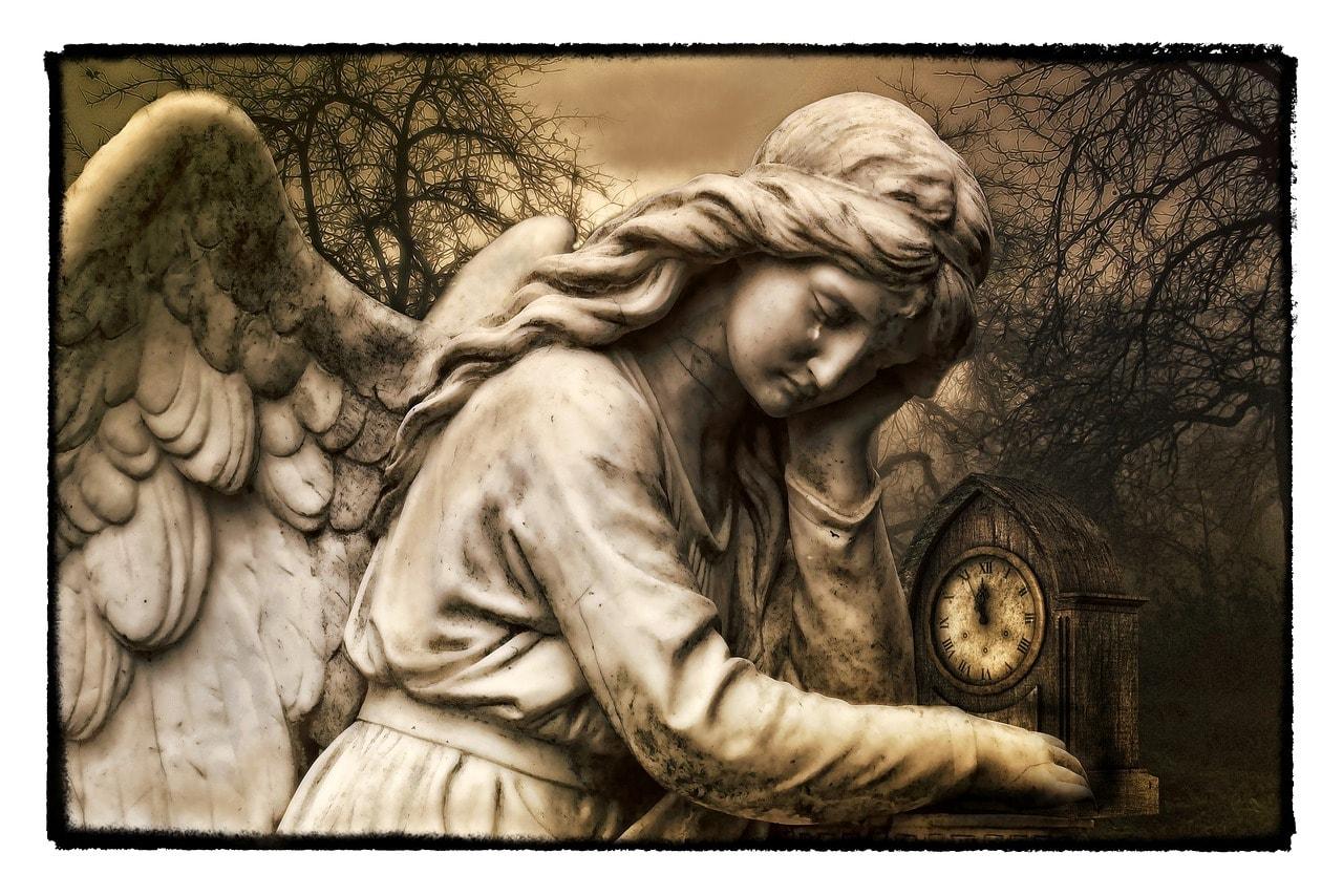 Ángel gótico llorando