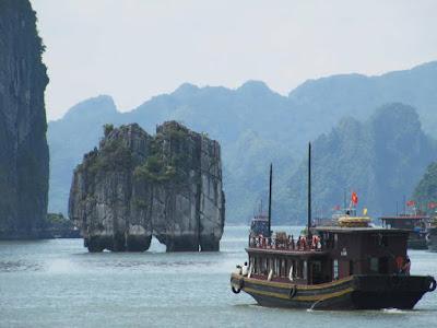 Du lịch Hạ Long ngắm đỉnh Lư Hương
