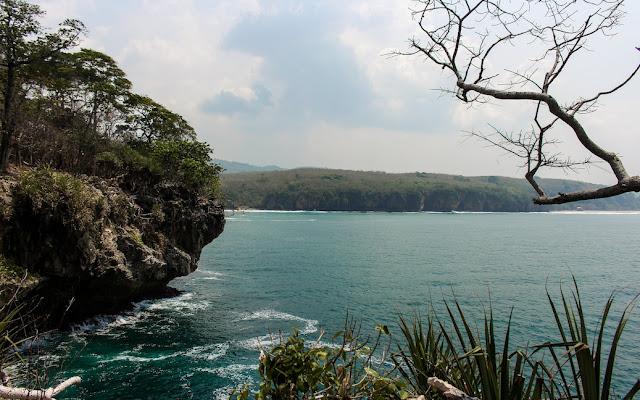 pantai goa langir dari karang bokor