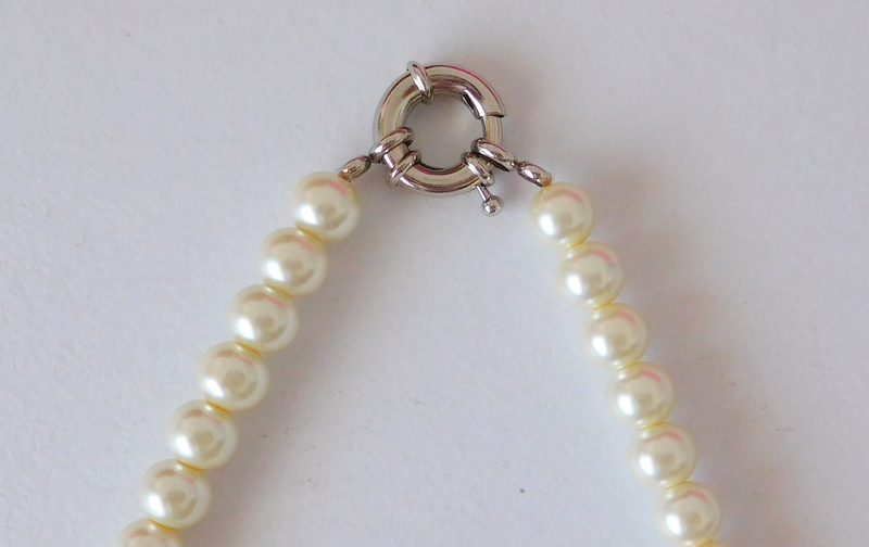 4f84b18e6623 Alma mía by Josefina Muñoz  Collar corto de perlas con cierre ...