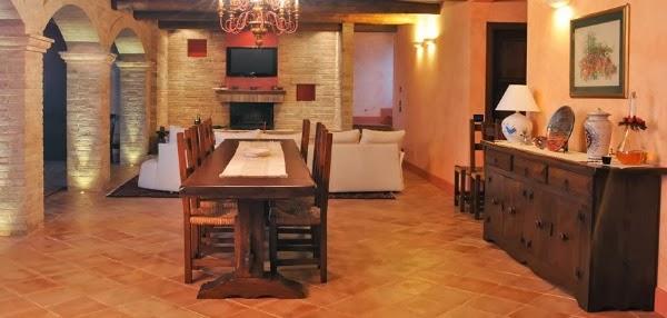 Consigli per la casa e l 39 arredamento taverna rustica idee e consigli per arredare e - Idee x imbiancare casa ...