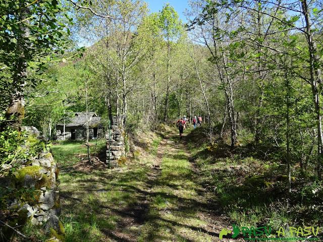 Ruta al Mustallar: Cabaña en el camino de Piornedo