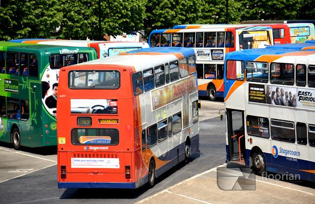 Dworzec autobusowy w Canterbury - komunikacja w Anglii, piętrowe angielskie autobusy