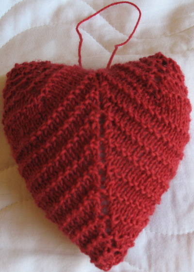 Free Christmas Knitting Patterns Knitted Heart Decoration