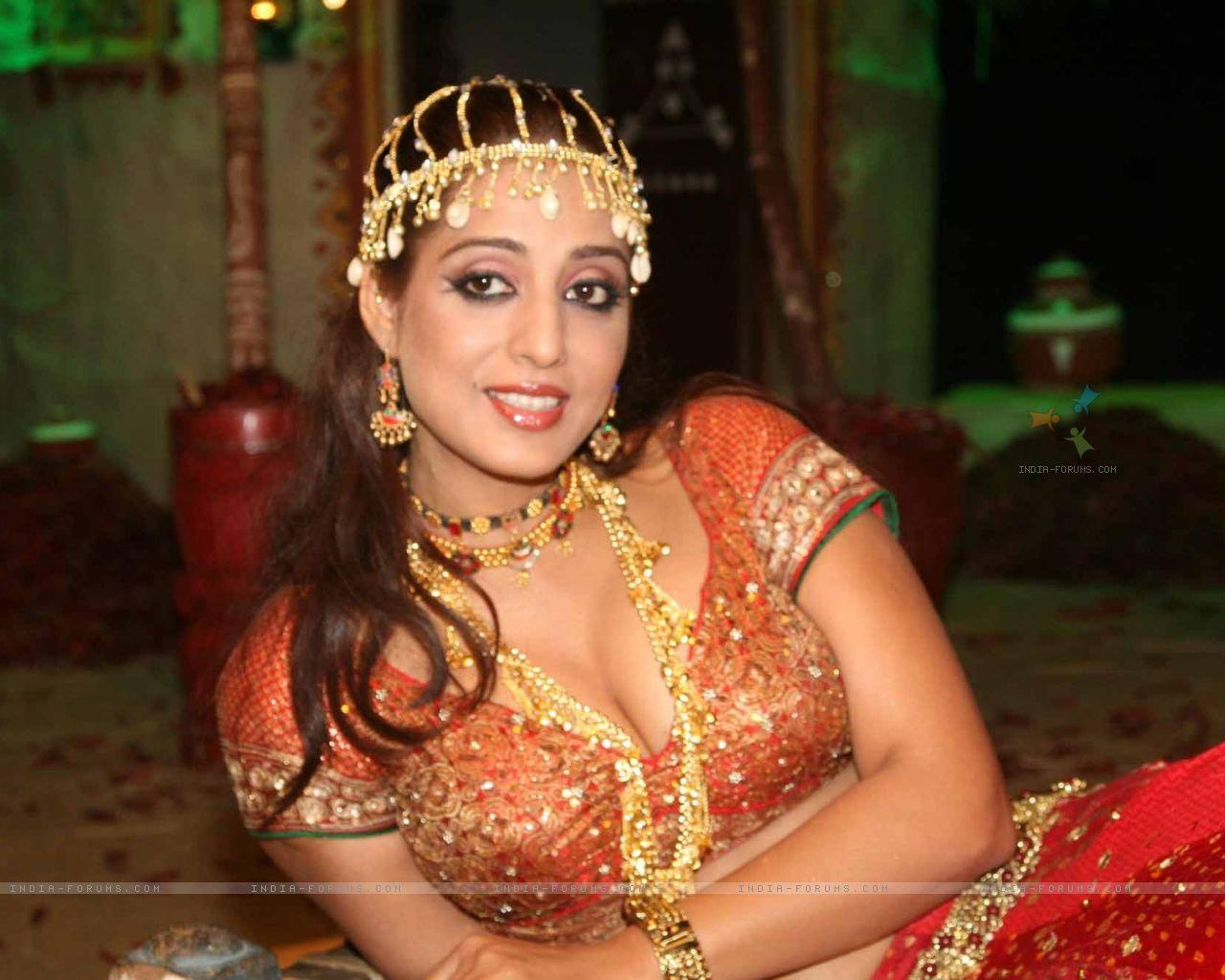 Mahi Gill - Indian Punjabi Bollywood Actress And Model New -8545