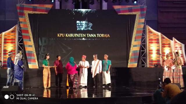 KPU Tana Toraja Raih Dua Penghargaan di Pilkada Award Sulsel 2018