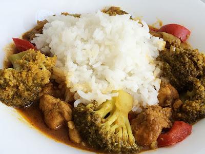 Indyk w curry z brokułem