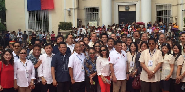 DUTERTE'S EARLY CHRISTMAS GIFT TO HIS BELOVED GOVERNMENT EMPLOYEES IN DAVAO CITY