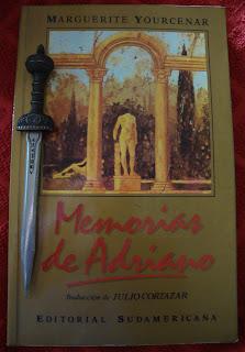 Portada del libro Memorias de Adriano, de Marguerite Yourcenar