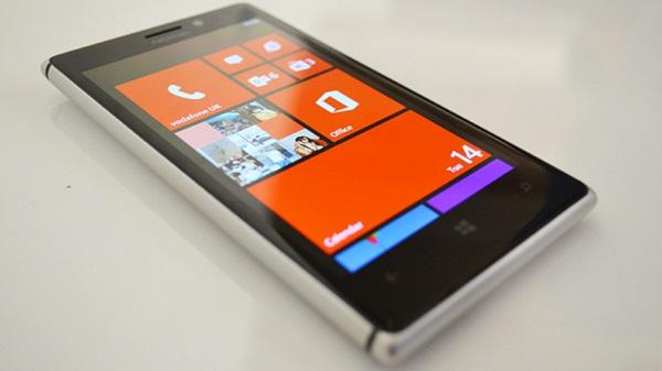 thay mat kinh Nokia Lumia 925 gia re