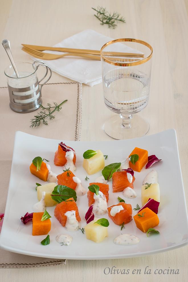 Ensalada de patatas y salmón marinado