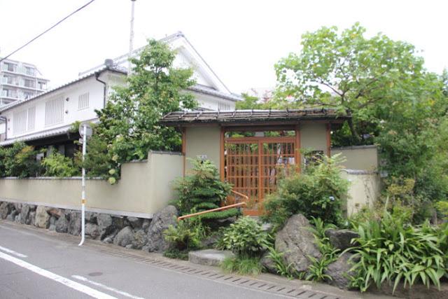 Ngôi nhà giản dị của cựu Thủ tướng Nhật Bản.