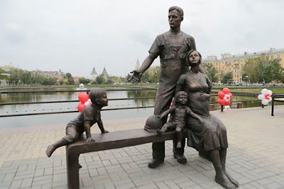 Εκατοντάδες αγάλματα της Παραδοσιακής Οικογένειας ανεγέρθηκαν σε όλη τη Ρωσία