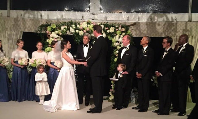 Photo of US President Barack Obama as a groomsman in one of his staffer's weddings last weekend goes viral.