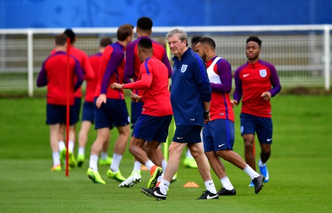 Huấn luyện viên Roy Hodgson tập luyện cùng đội bóng
