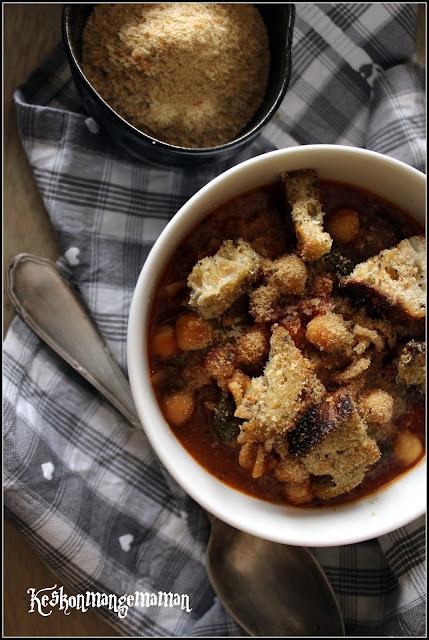 soupe complète aux pois chiches , tomate , croutons et levure maltée
