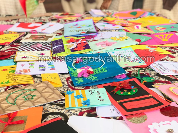 School Students, Greeting card competition conducted, Eruthumkadavu NA Girls Islamic School