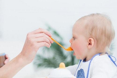 اكل الرضيع في الشهر السادس