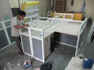 Meja Sekat Kantor - Cubicle Table - Semarang Furniture