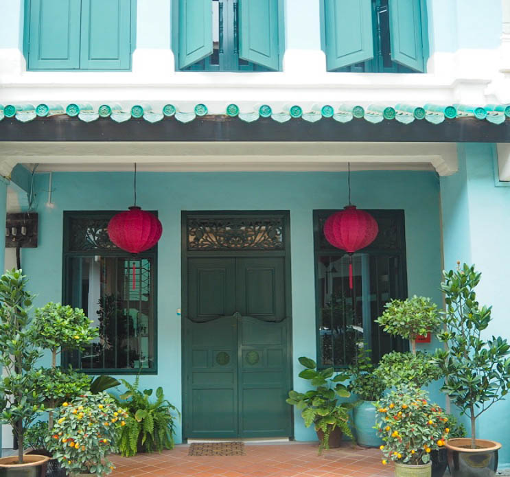 Turquoise house in Chinatown, Singapore