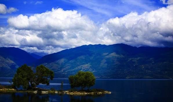 Objek wisata Danau Singkarak di Sumatera Barat Indonesia