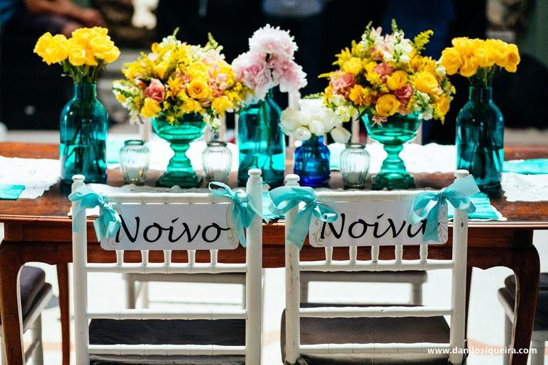 festa - recepcao - decoracao - mesa noivos - cadeira noivos - placas cadeiras noivos - garrafinhas - garrafinhas coloridas
