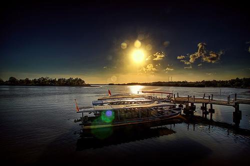 Keindahan Pantai Ayah di Kebumen, Jawa Tengah