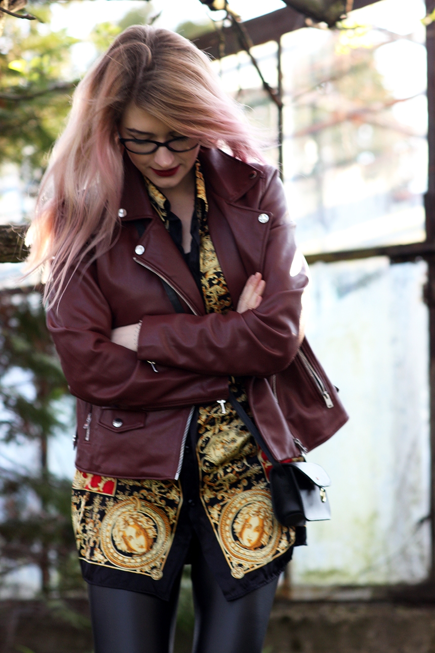 SimplyTheBest blog written and created by Ewa Sularz jacket - Pull&Bear silk shirt - vintage leggins - Calzedonia mini bag - Batycki fashion blog blogger style outfit ootd lotd red pinkhair versace