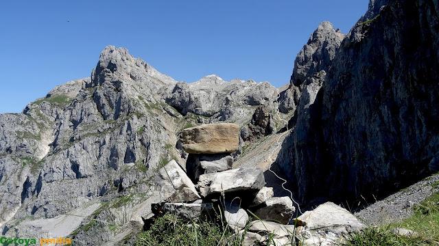 Vista atrás hacia la Canal del Perro en Picos de Europa