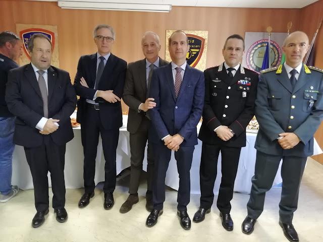 I saluti dei vertici delle FF.OO, Prefettura e Procura al dott. Roberto Pititto
