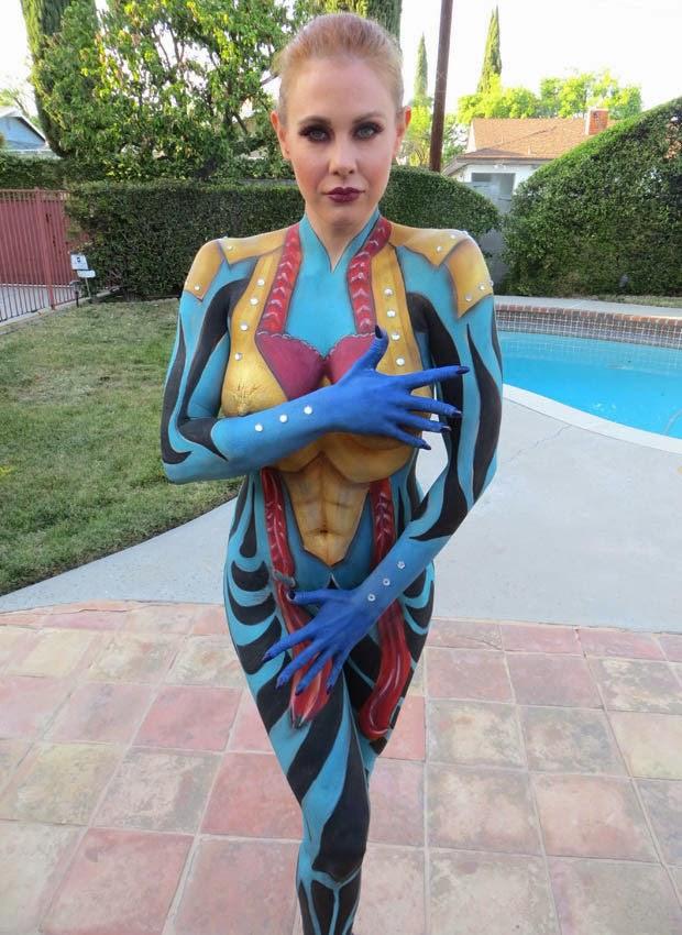Maitland Ward goes naked for body paint   ViralYeps