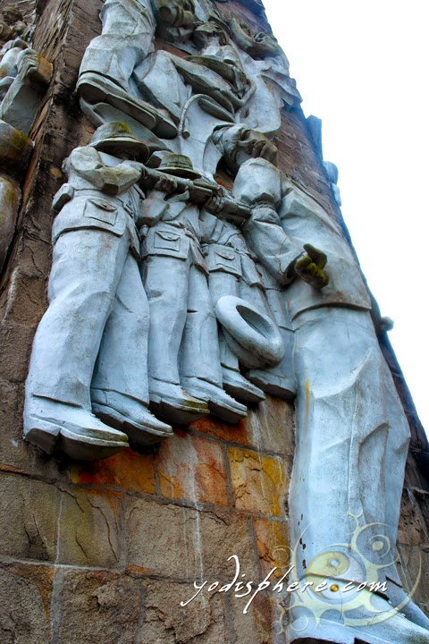 Sculpture depicting the execution of Jose Rizal